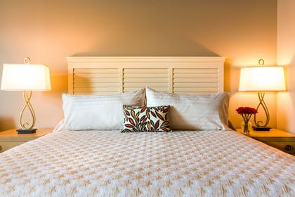 Guestroom | The Lodge at Columbia Point