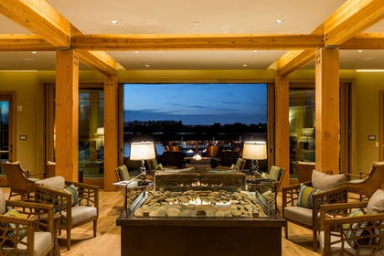 Executive Lounge | The Lodge at Columbia Point