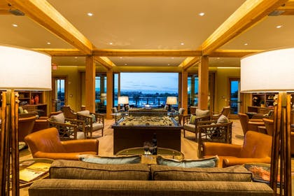 Lobby Sitting Area | The Lodge at Columbia Point