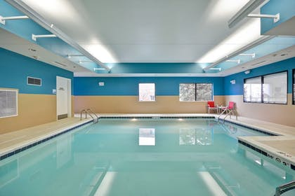 Pool | Holiday Inn Express Evansville
