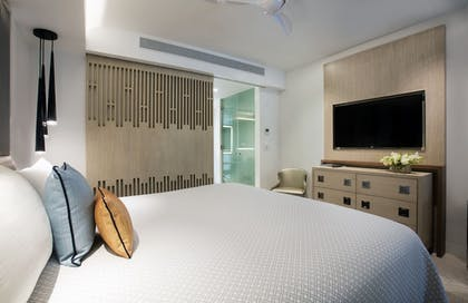 Guestroom | H2O Suites - Adults Only