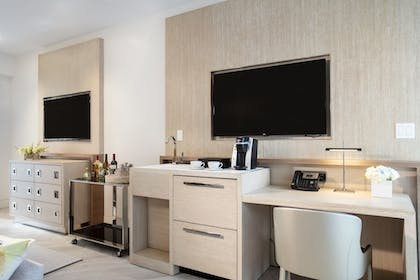 Living Room | H2O Suites - Adults Only