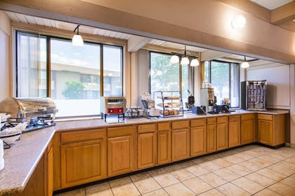 Breakfast Area | AmericInn by Wyndham La Crosse Riverfront-Conference Center