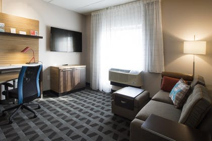 Guestroom | Towneplace Suites by Marriott Pittsburgh Cranberry Township