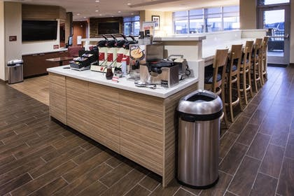 Breakfast Area | Towneplace Suites by Marriott Pittsburgh Cranberry Township