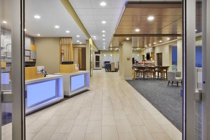 Exterior | Holiday Inn Express & Suites Parkersburg East
