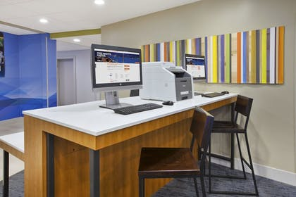 Business Center | Holiday Inn Express & Suites Parkersburg East