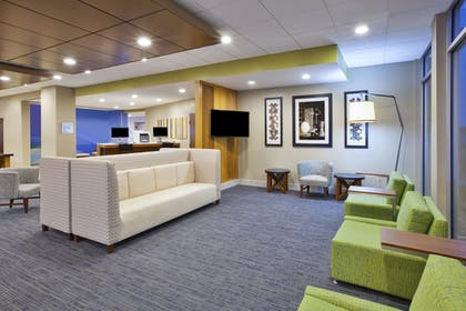 Lobby | Holiday Inn Express & Suites Parkersburg East