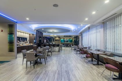 Restaurant | SpringHill Suites by Marriott Oklahoma City Downtown