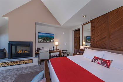 Guestroom | The Lodge at Edgewood Tahoe