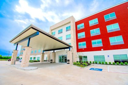 Hotel Entrance | Holiday Inn Express & Suites Houston IAH - Beltway 8