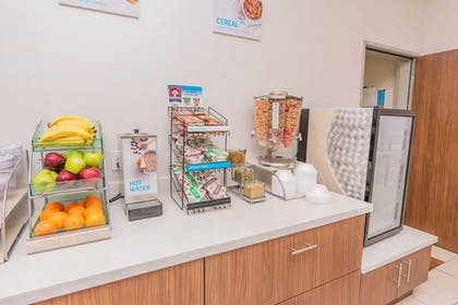 Breakfast buffet | Holiday Inn Express & Suites Houston IAH - Beltway 8