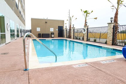 Pool | Holiday Inn Express & Suites Houston IAH - Beltway 8