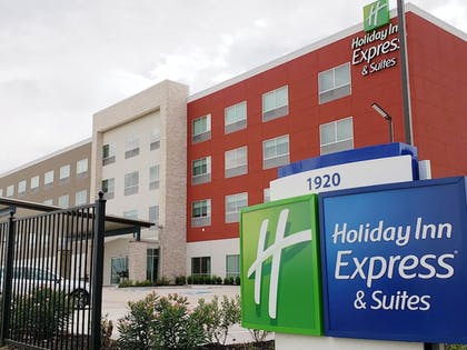 Hotel Front | Holiday Inn Express & Suites Houston IAH - Beltway 8