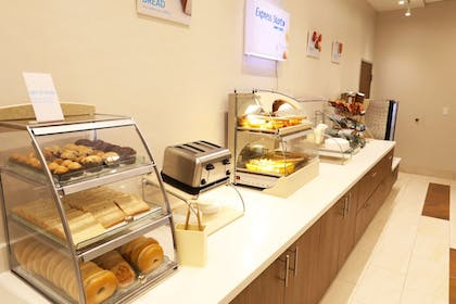 Breakfast Meal | Holiday Inn Express & Suites Houston IAH - Beltway 8