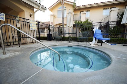 Pool | Garden Inn and Suites