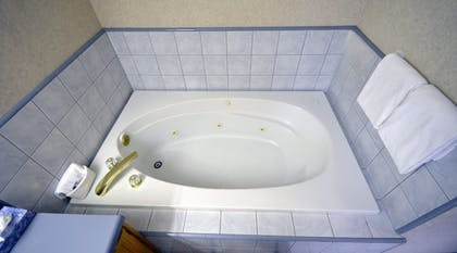 Jetted Tub | Garden Inn and Suites