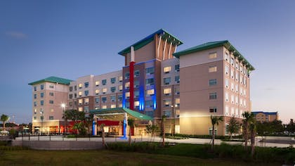 Featured Image | Holiday Inn Express & Suites Orlando at SeaWorld