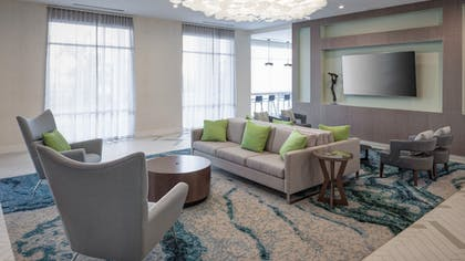 Lobby Lounge | Holiday Inn Express & Suites Orlando at SeaWorld