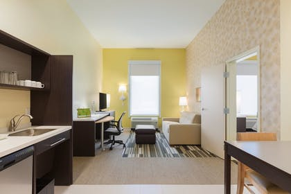 Guestroom | Home2 Suites By Hilton Youngstown West - Austintown