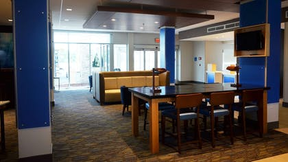 Lobby | Holiday Inn Express & Suites Jacksonville W - I295 and I10