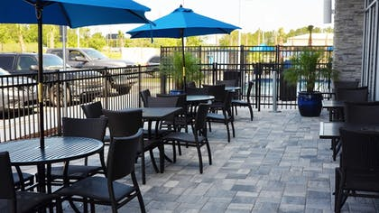 Outdoor Dining | Holiday Inn Express & Suites Jacksonville W - I295 and I10