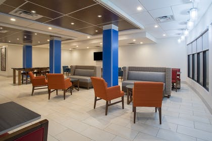 Lobby Sitting Area | Holiday Inn Express & Suites Owings Mills-Baltimore Area