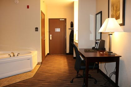 Jetted Tub | Cobblestone Inn & Suites - Maryville