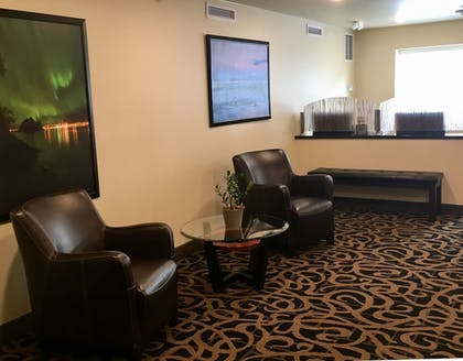 Lobby Sitting Area | Aspen Suites Hotel Sitka