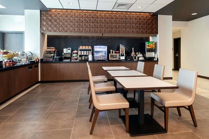 Breakfast Area   Wingate by Wyndham Altoona Downtown/Medical Center