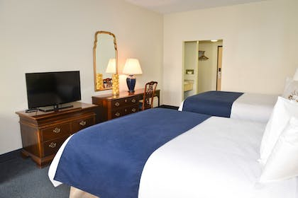 | Queen Suite with 2 Queen Beds (Accessible) | Penn Wells Lodge