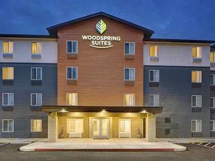 Hotel Front - Evening/Night | WoodSpring Suites Seattle Everett