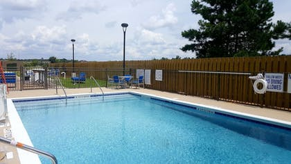 Outdoor Pool   Holiday Inn Express North Augusta