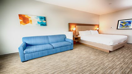 Guestroom | Holiday Inn Express & Suites Houston SW - Galleria Area