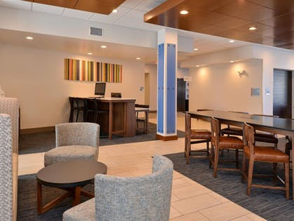 Lobby | Holiday Inn Express & Suites Brighton South - US 23