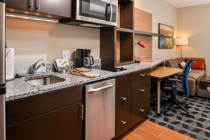 In-Room Kitchen | TownePlace Suites by Marriott Charleston-West Ashley