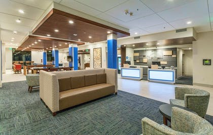Lobby | Holiday Inn Express & Suites Dodge City