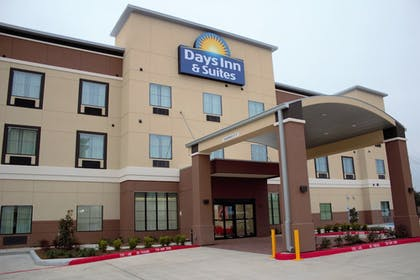 Hotel Front |  | Days Inn & Suites by Wyndham Houston NW Cypress