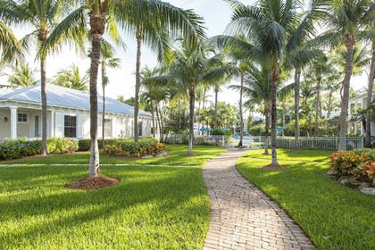 Property Grounds | Sunset Key Cottages