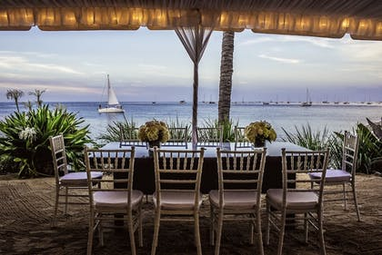 Outdoor Banquet Area | Sunset Key Cottages