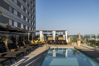 Pool | Kimpton Everly Hotel