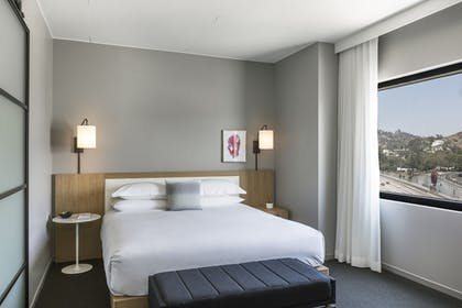 Guestroom | Kimpton Everly Hotel