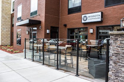 Outdoor Dining | Cobblestone Hotel & Suites – Stevens Point