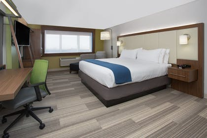 Room | Holiday Inn Express & Suites Redding