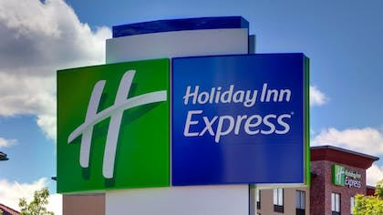 Exterior | Holiday Inn Express & Suites Redding