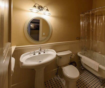 Bathroom | Grand Imperial Hotel