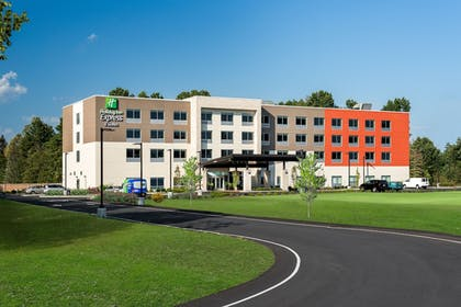 Exterior | Holiday Inn Express Queensbury - Lake George Area