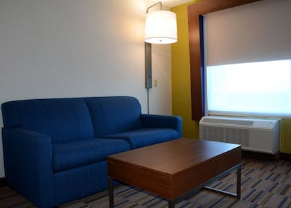 Guestroom | Holiday Inn Express & Suites Pittsburgh - Monroeville