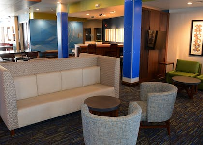 Lobby | Holiday Inn Express & Suites Pittsburgh - Monroeville