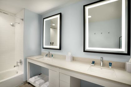 Bathroom | Four Points by Sheraton Miami Airport